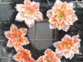 Coroana din brad artificial mic cu crin portocaliu 6  buc