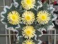 Coroana tip cruce cu gerbera galbena
