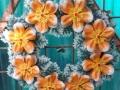 Coroana artificiala stil grecesc cu crin oriental portocaliu