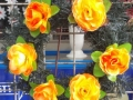 Coroana din brad artificial mic cu trandafir portocaliu 6 buc
