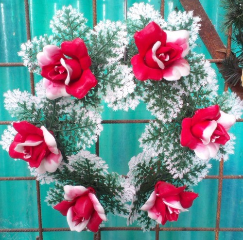 Coroana artificiala stil grecesc cu trandafir rosu