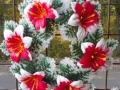 Coroana artificiala stil grecesc  cu crin rosu