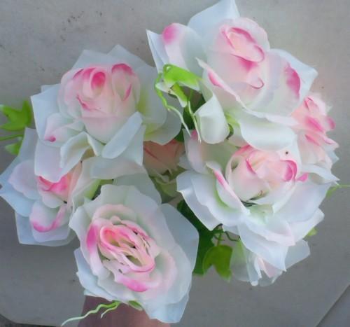 Trandafir alb cu roz buchet mare
