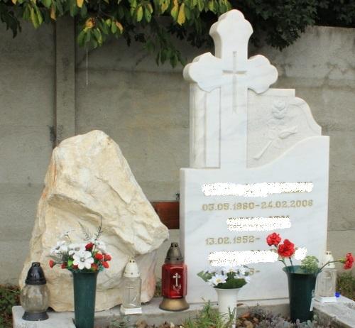 Monument din marmura alba