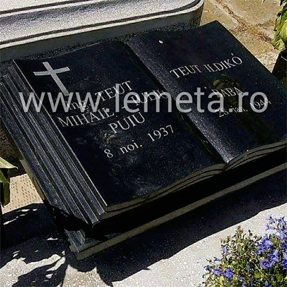 Monuement funerar granit negru tip carte gravat