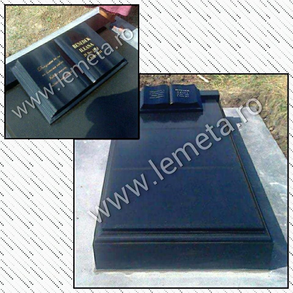 Cadru din granit negru cu 3 placi si monument funerar tip carte din granit negru gravat