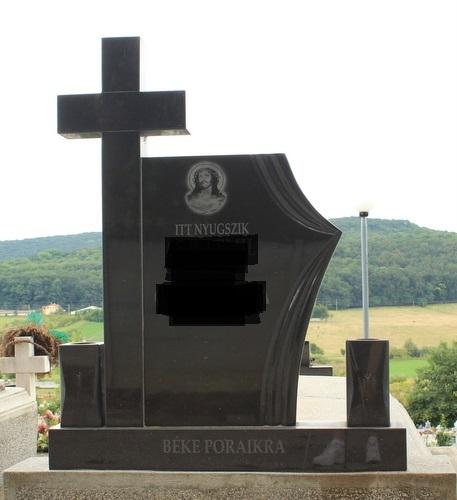 Monument din marmura neagra