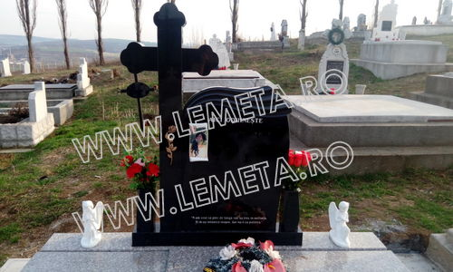 Monument funerar granit negru si cruce ortodox