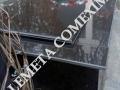 Cadru din mozaic placat cu granit negru si placa di nranit negru